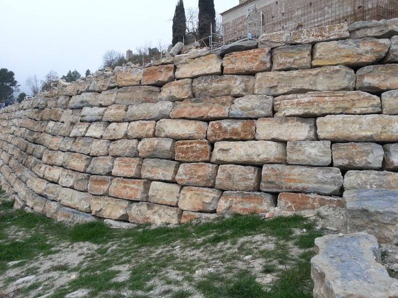 Obras destacadas piedra de escollera de calaf - Muro de piedra natural ...